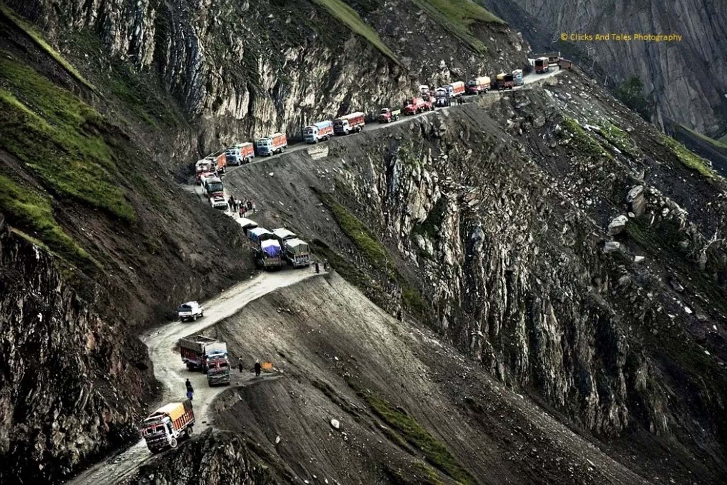 Roads in India Which Are As Deadly As Beautiful-zojila pass,kargil