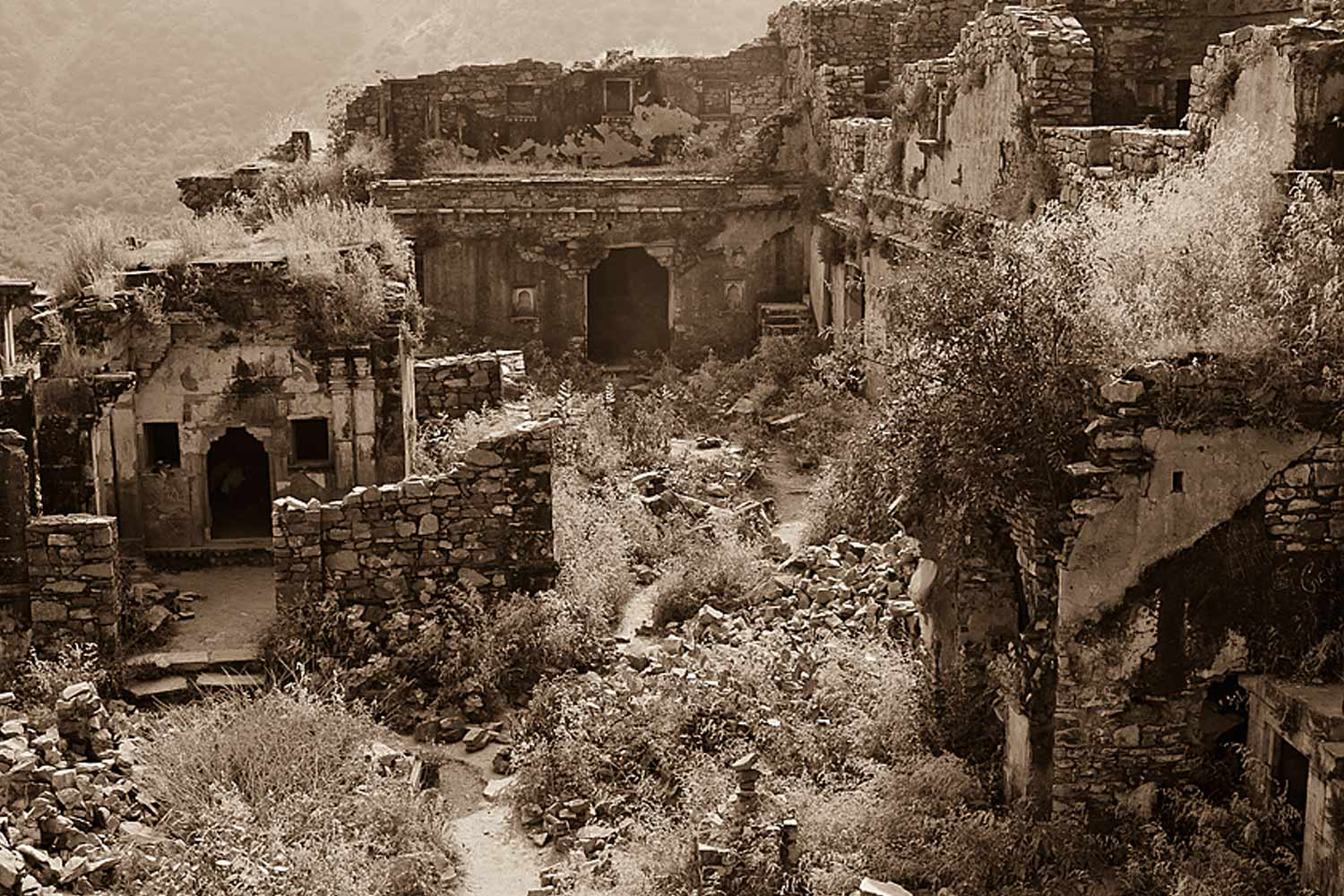 Interesting Places In India-The haunted fort - Bhangarh