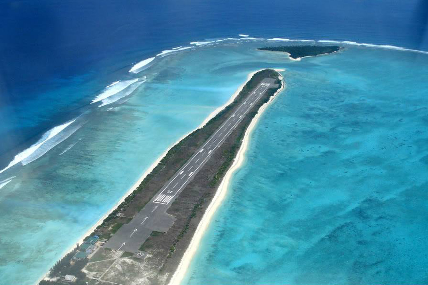 Interesting Places In India-Airport by the sea: Agatti Airport