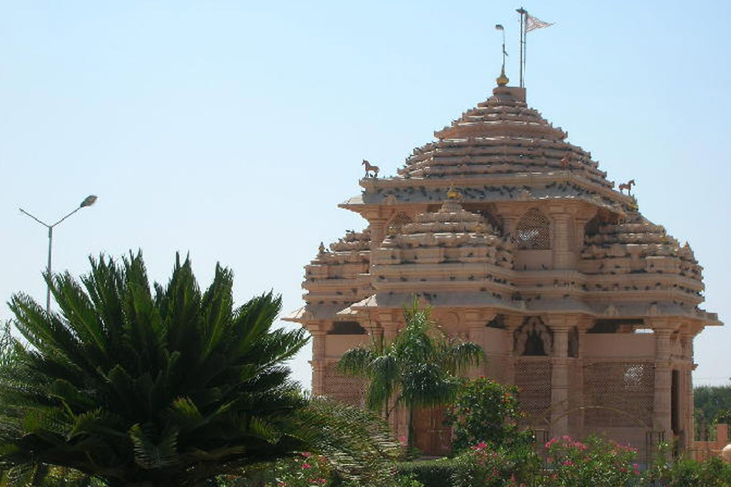 Interesting Places In India- Temple which houses a Muslim diety: Jhulasan