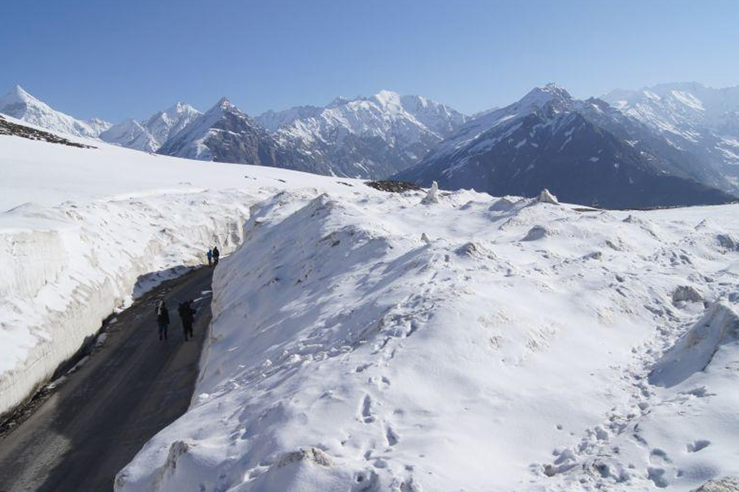 Roads in India Which Are As Deadly As Beautiful-Rohtang Pass